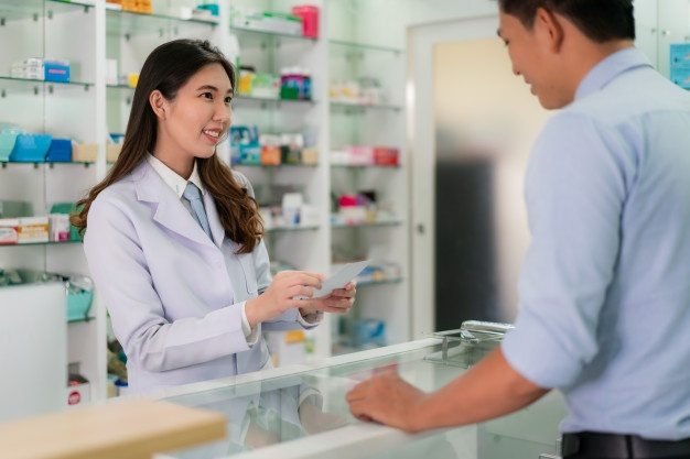 asian-young-female-pharmacist-with-lovely-friendly-smile-receive-medicine-prescription-from-man-patient_73503-1582